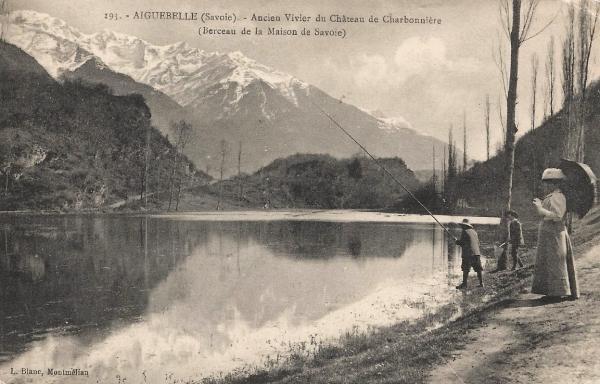 Aiguebelle (Savoie) L'ancien vivier du château de Charbonnière CPA