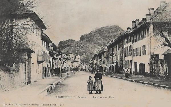 Aiguebelle (Savoie) La grande rue CPA