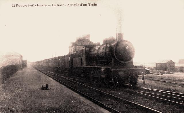 Alvimare (Seine-Maritime) Train en gare de Foucart-Alvimare CPA
