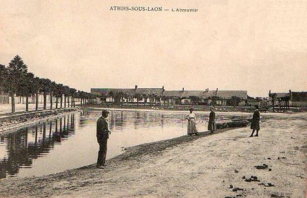 Athies-sous-Laon (Aisne) CPA abreuvoir