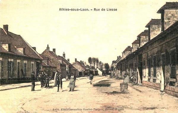 Athies-sous-Laon (Aisne) CPA rue de Liesse