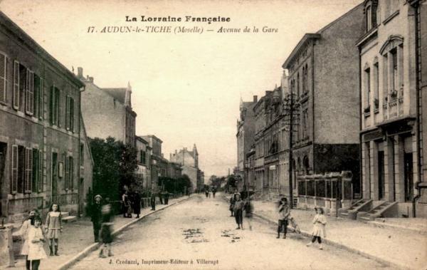 Audun-le-Tiche (Moselle) L'avenue de la gare CPA