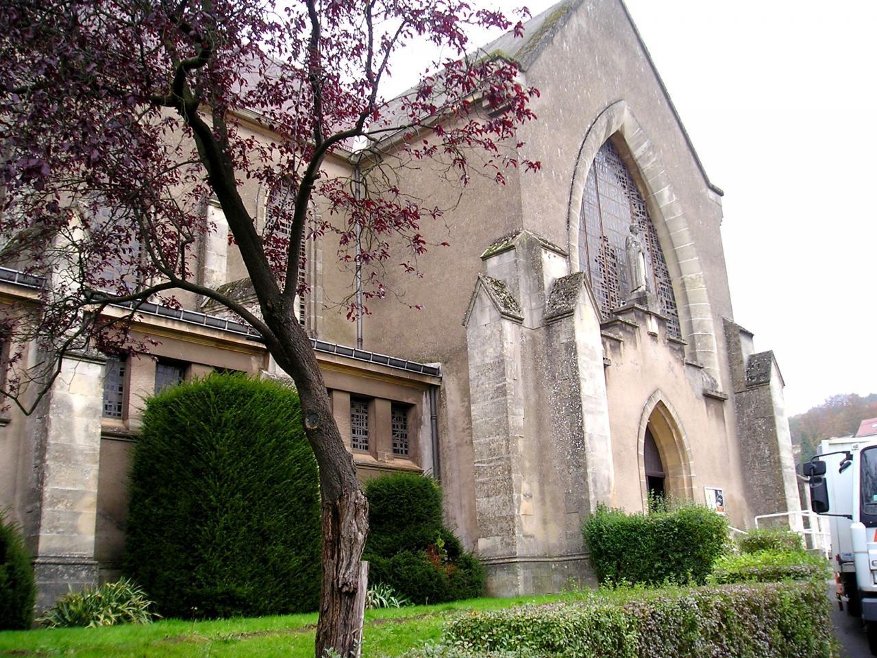 Audun-le-Tiche (Moselle) L'église Saint-François d'Assise en 2004