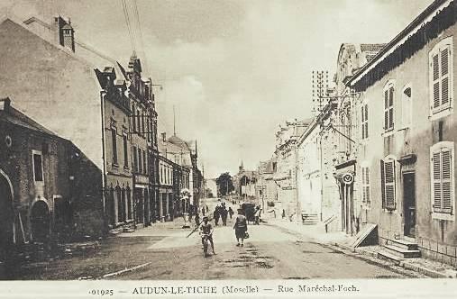 Audun-le-Tiche (Moselle) La rue du Maréchal Foch en 1925 CPA