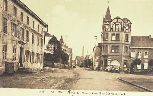 Audun-le-Tiche (Moselle) La rue du Maréchal Foch en 1928 CPA