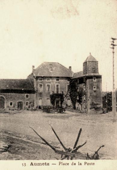 Aumetz (Moselle) La place de la Poste CPA