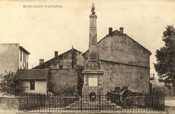 Aumetz (Moselle) Le monument aux morts CPA