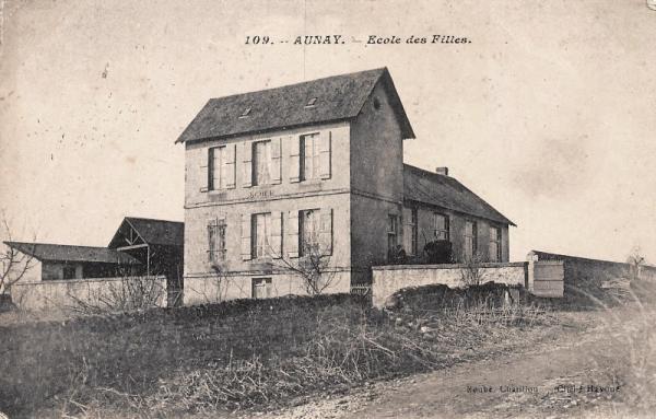 Aunay-en-Bazois (Nièvre) L'école des filles CPA