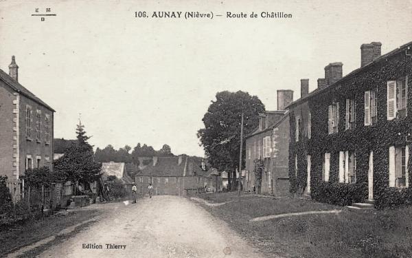 Aunay-en-Bazois (Nièvre) La route de Châtillon CPA