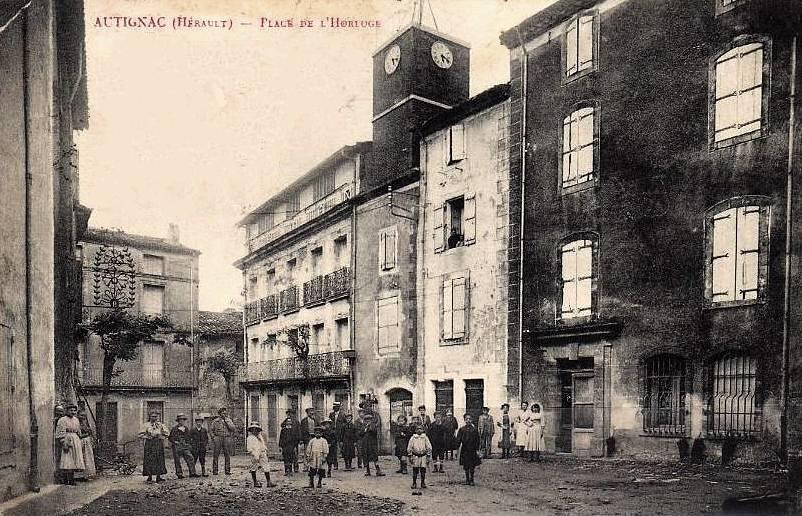 Autignac (Hérault) CPA La Place de l'Horloge