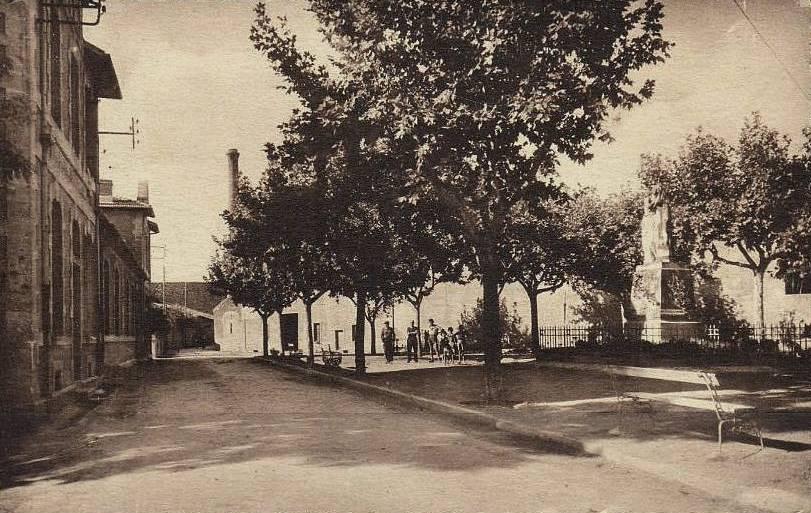 Autignac (Hérault) CPA Le monument aux morts