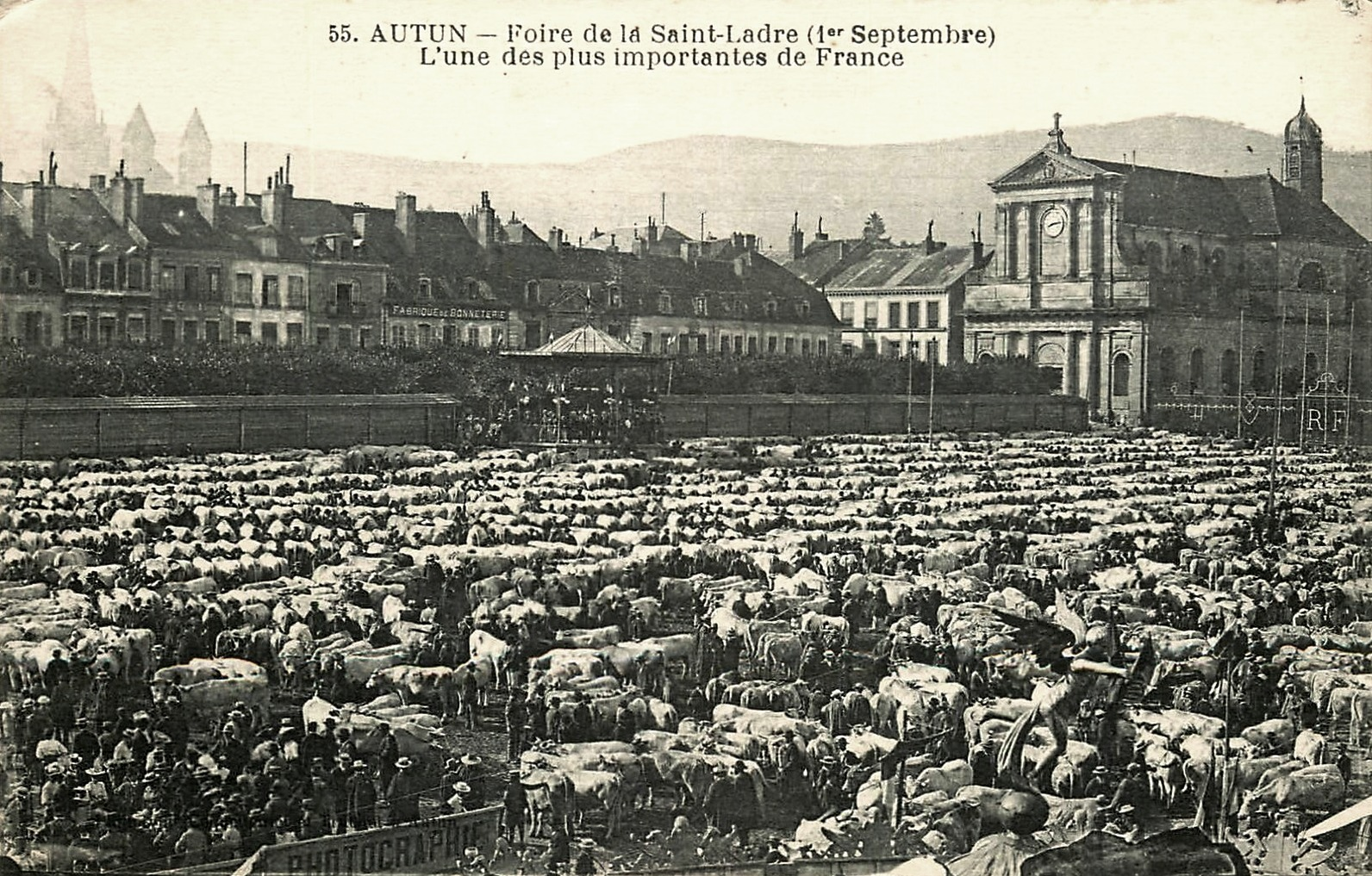 Autun (Saône-et-Loire) La foire de Saint Ladre CPA
