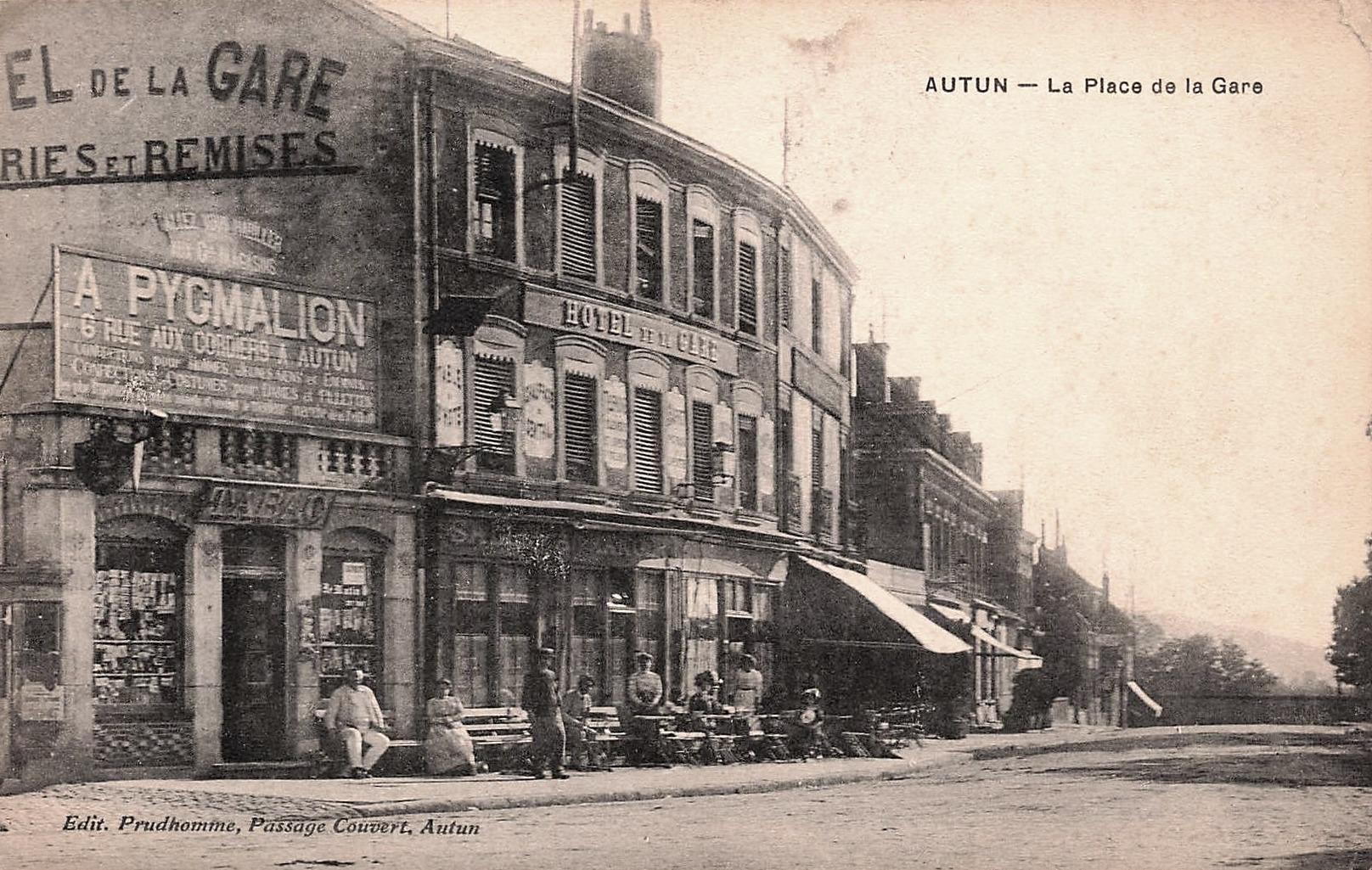 Autun (Saône-et-Loire) La place de la Gare CPA