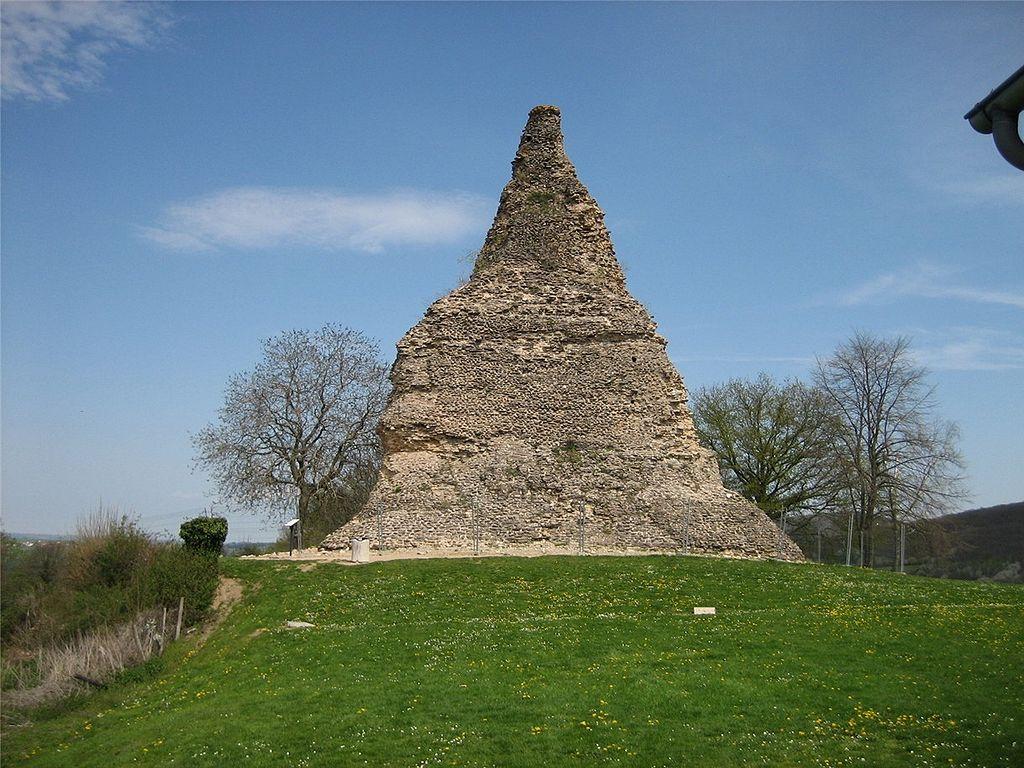 Autun (Saône-et-Loire) La pyramide de Couhard