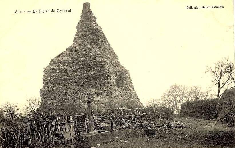 Autun (Saône-et-Loire) La pyramide de Couhard CPA