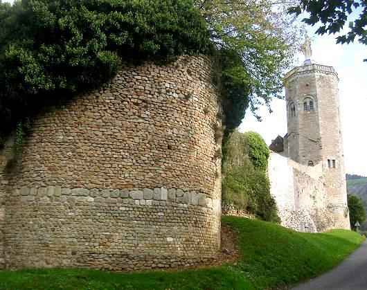 Autun (Saône-et-Loire) La tour des Ursulines et l'enceinte