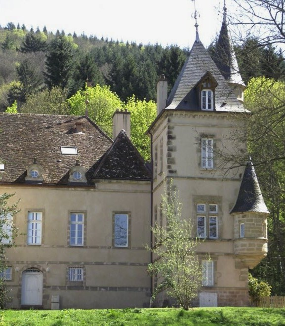 Autun (Saône-et-Loire) Le château du Petit Montjeu