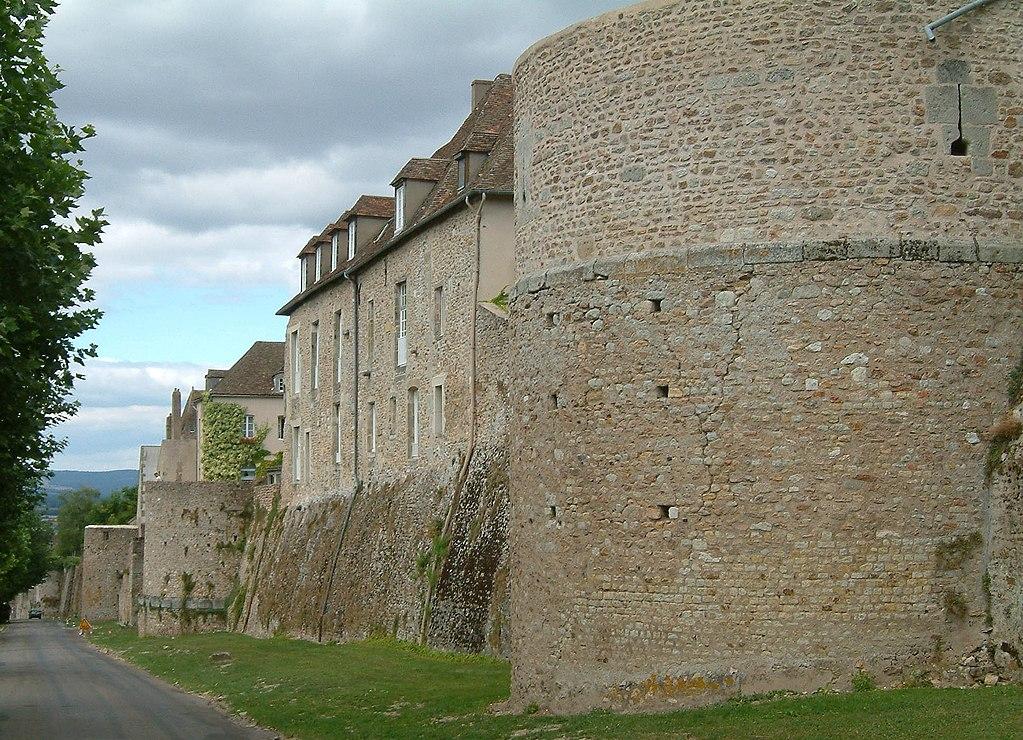 Autun (Saône-et-Loire) Les remparts gallo-romains