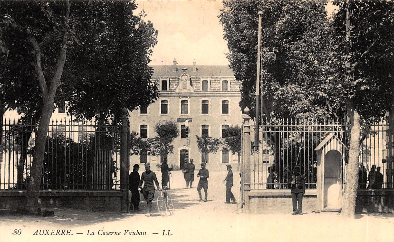 Auxerre (89) La Caserne Vauban CPA