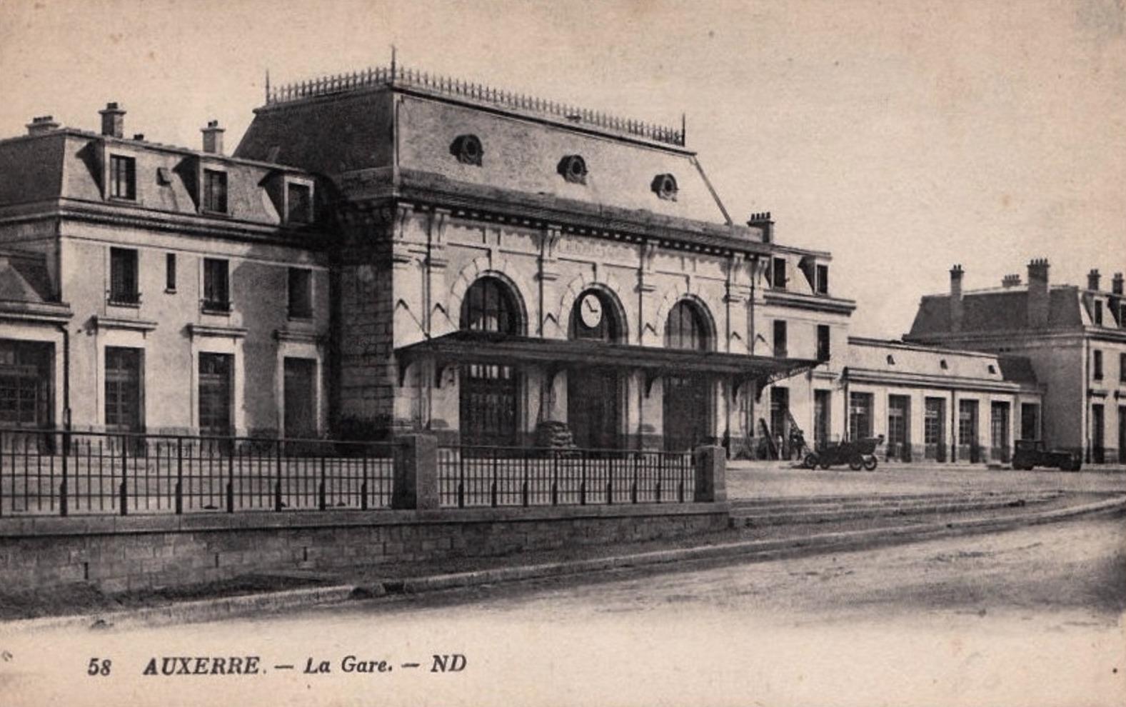 Auxerre (89) La gare CPA