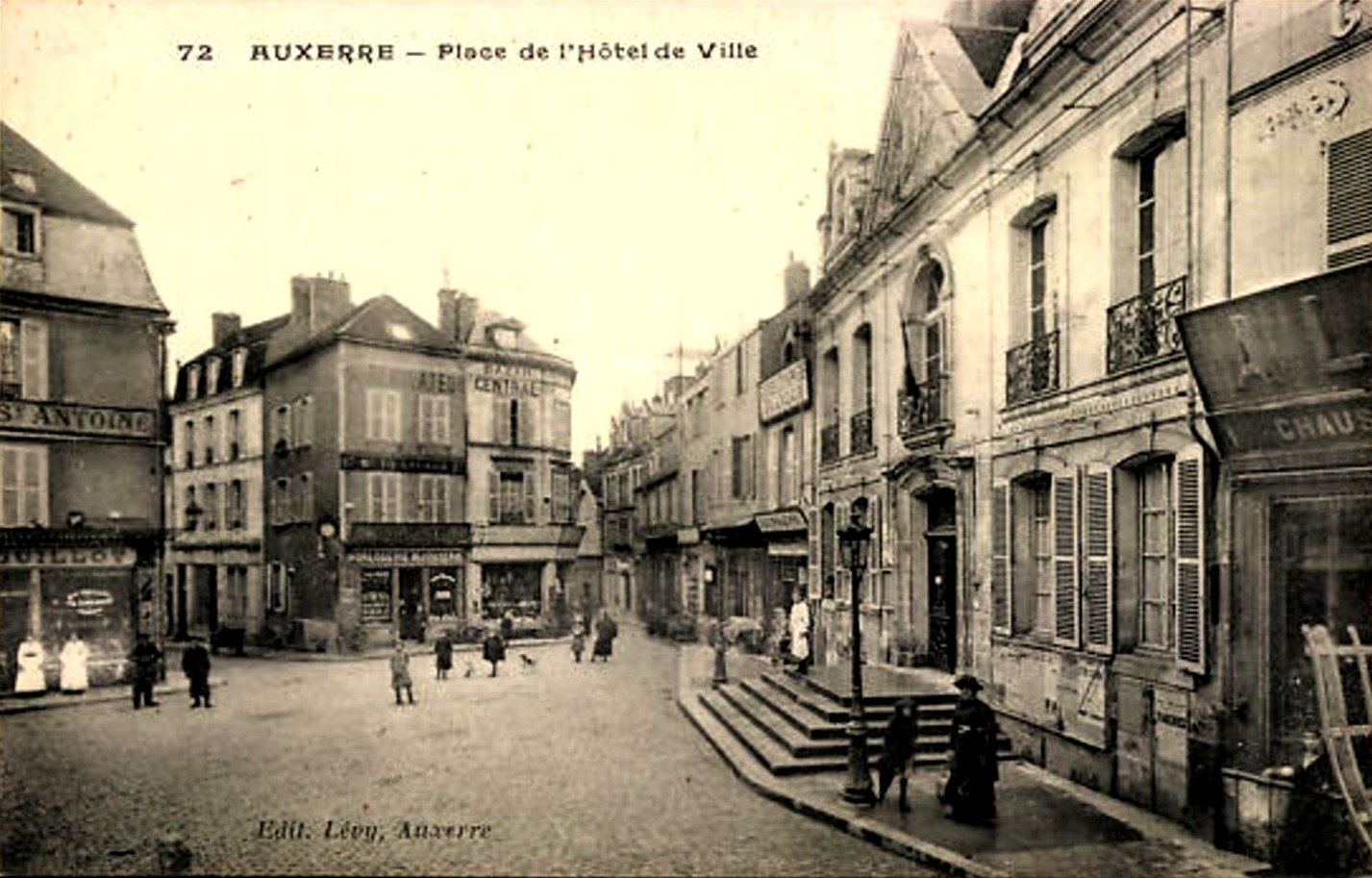 Auxerre (89) La Place de l'Hôtel de Ville CPA