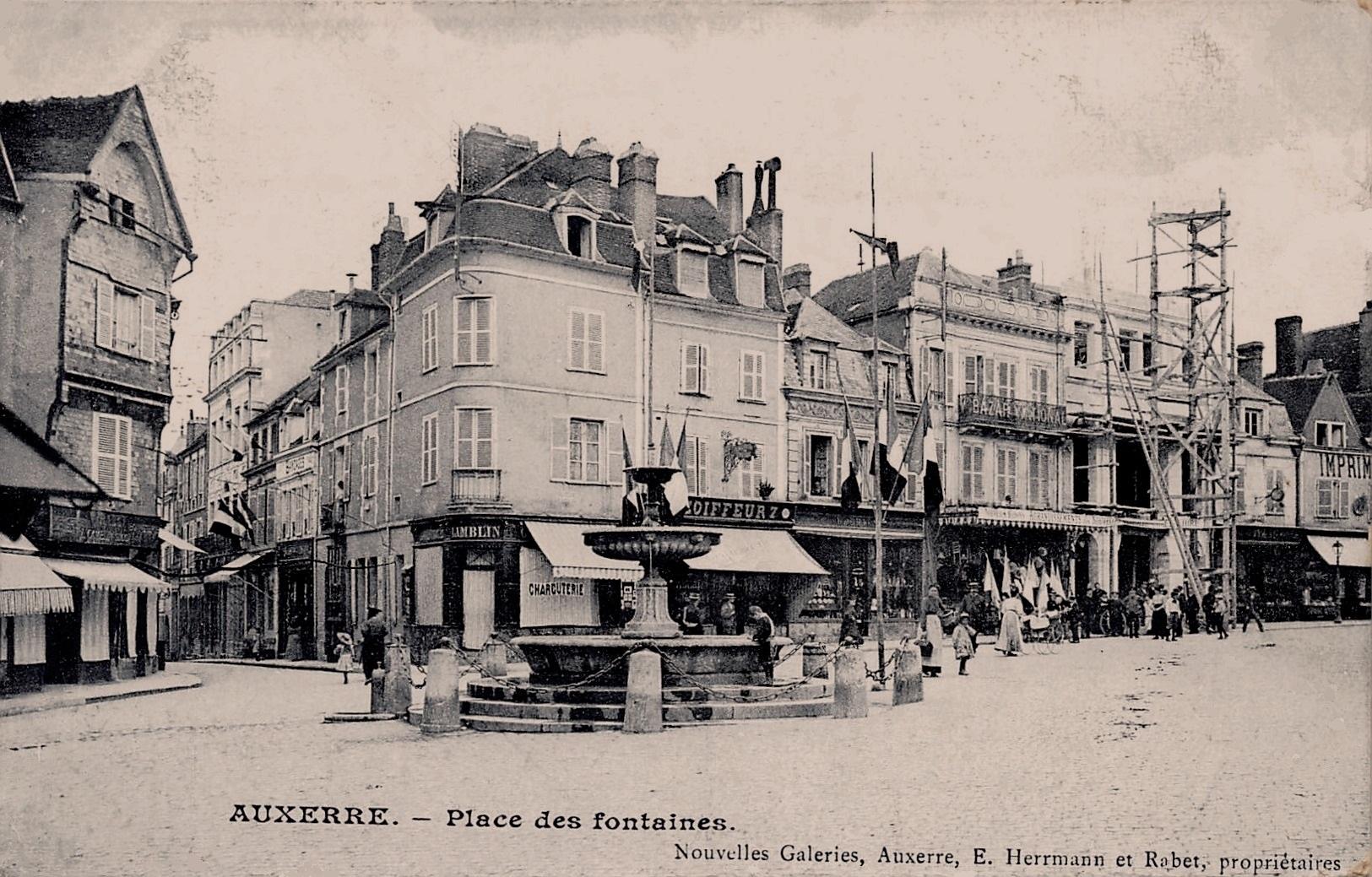 Auxerre (89) La Place des Fontaines CPA