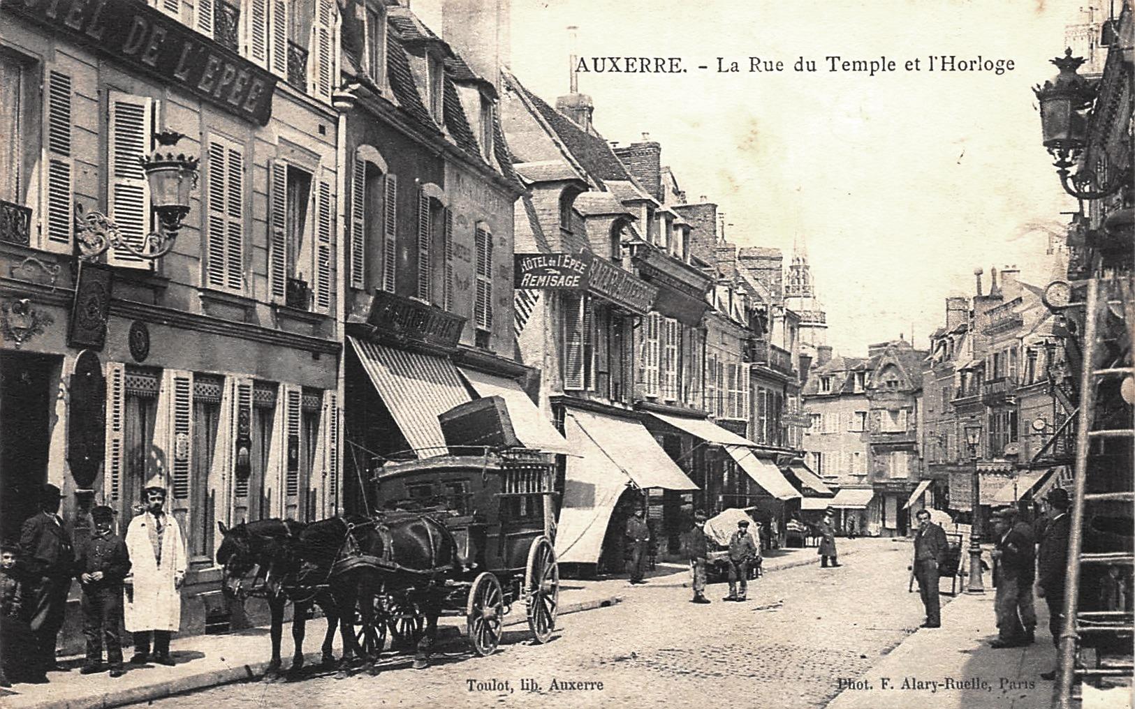 Auxerre (89) La Rue du Temple CPA