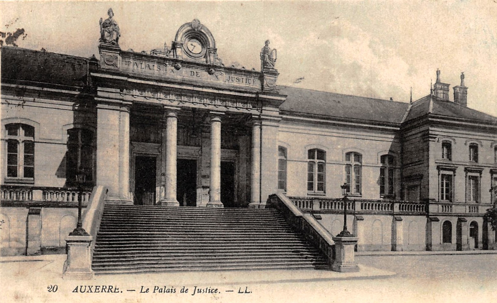 Auxerre (89) Le Palais de Justice CPA