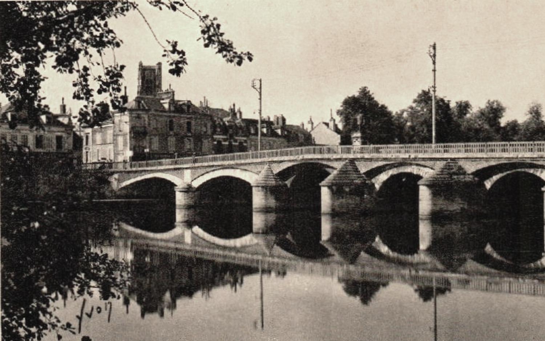 Auxerre (89) Le pont Paul Bert CPA