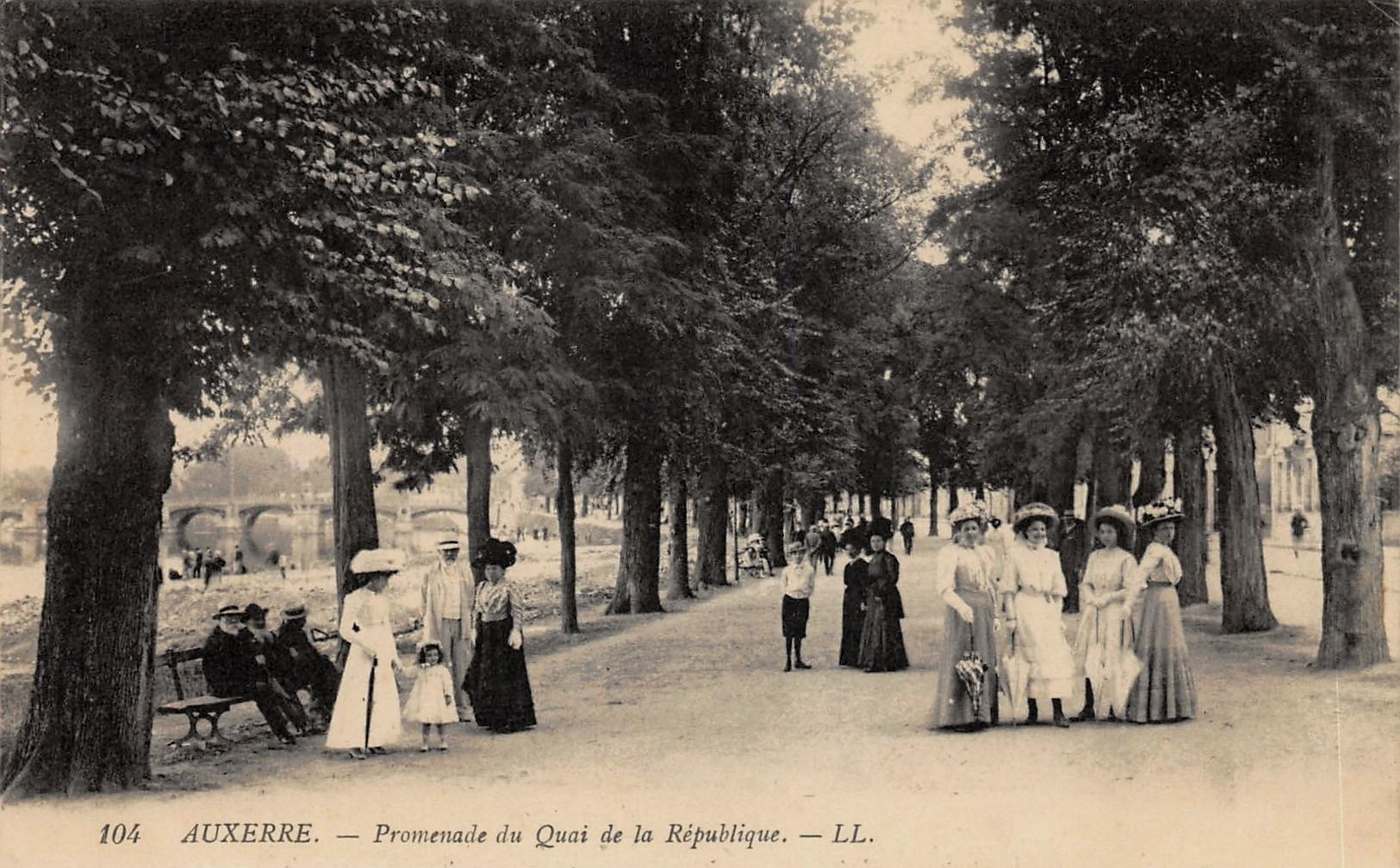 Auxerre (89) Le quai de la République CPA