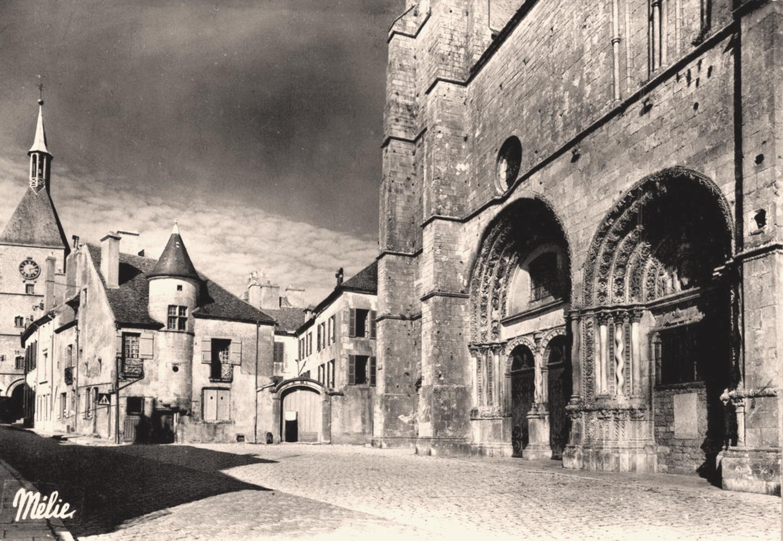 Avallon (89) La tour de l'horloge CPA