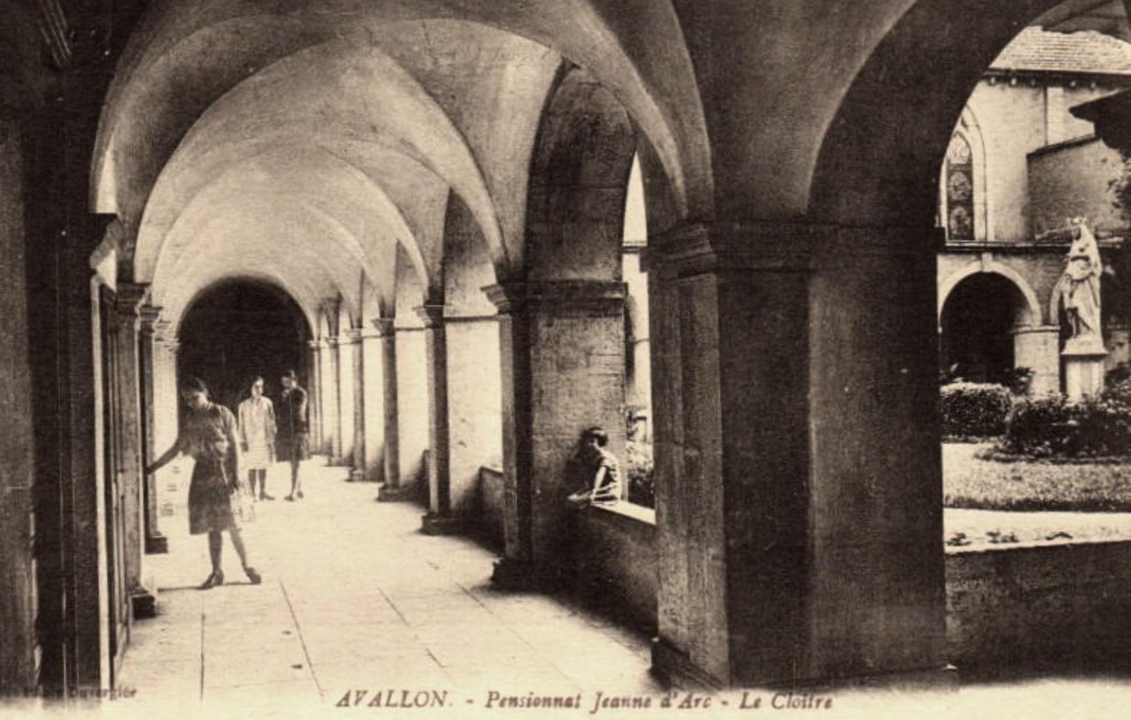 Avallon (89) Le pensionnat Jeanne d'Arc CPA