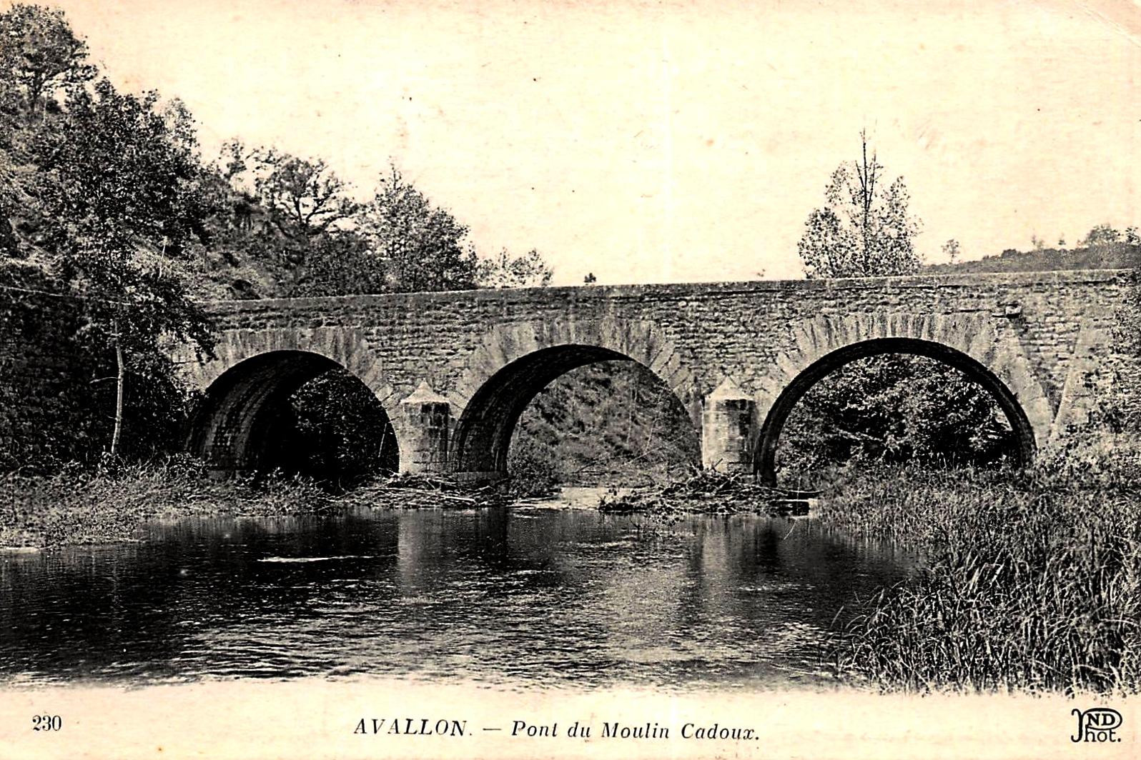Avallon (89) Le pont du moulin Cadoux CPA