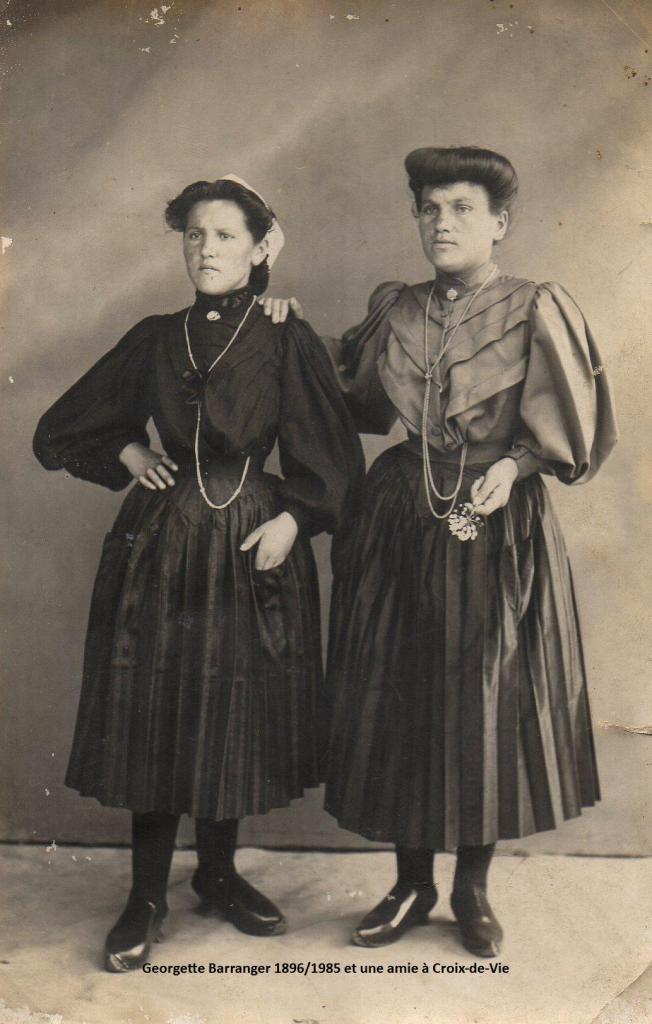 Georgette Joséphine Aimable Barranger (à gauche) et une amie