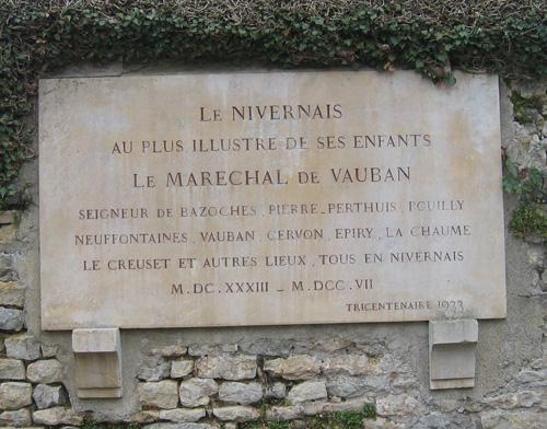 Bazoches (Nièvre) La plaque de l'église
