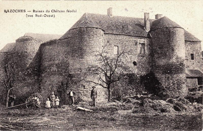 Bazoches (Nièvre) Le château en ruines CPA