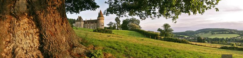 Bazoches (Nièvre) Panoramique sur le château