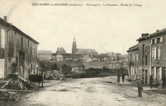 Beaumont-en-Argonne (08) Entrée du village CPA