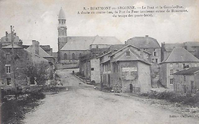 Beaumont-en-Argonne (08) Grande-rue et pont CPA