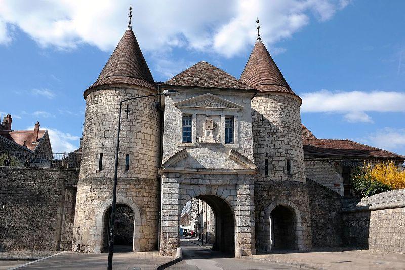 Besançon (Doubs) La porte Rivotte