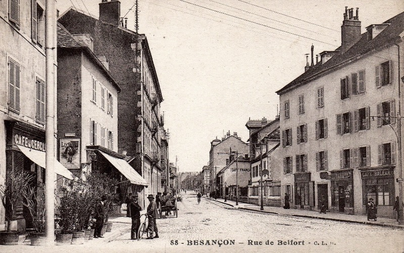 Besançon (Doubs) La rue de Belfort CPA