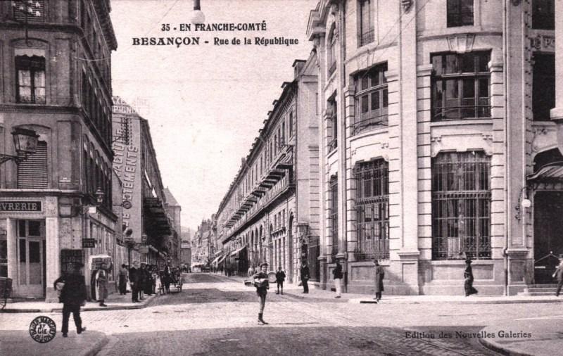 Besançon (Doubs) La rue de la République CPA