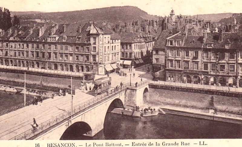 Besançon (Doubs) Le pont Battant et l'entrée de la grande rue CPA