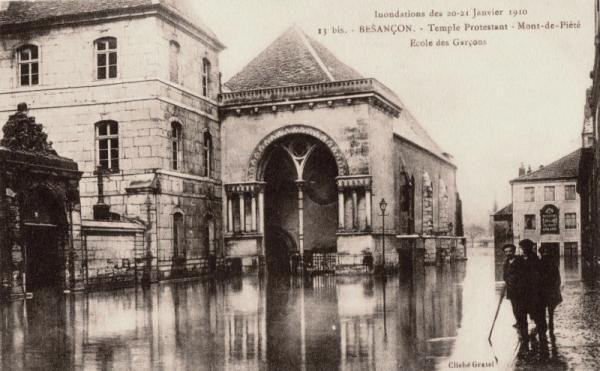 Besançon (Doubs) Le temple protestant CPA