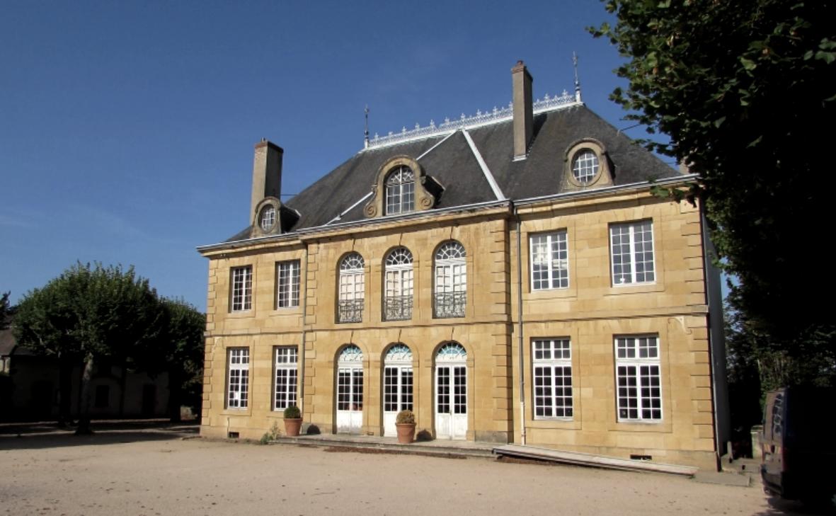 Bourbon-Lancy (Saône-et-Loire) Le château Sarrien
