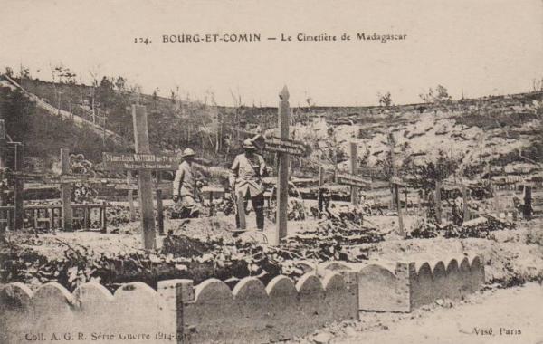 Bourg-et-Comin (Aisne) CPA Cimetière Madagascar