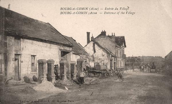 Bourg-et-Comin (Aisne) CPA Entrée du village en 1918