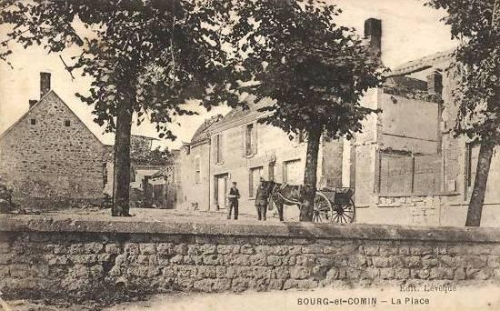 Bourg-et-Comin (Aisne) CPA La place