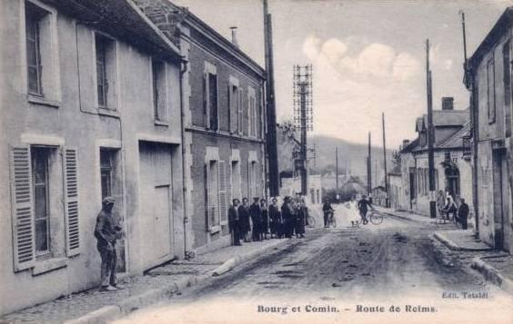 Bourg-et-Comin (Aisne) CPA Route de Reims