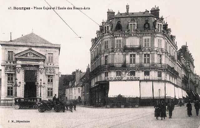 Bourges (18) La place Cujas CPA